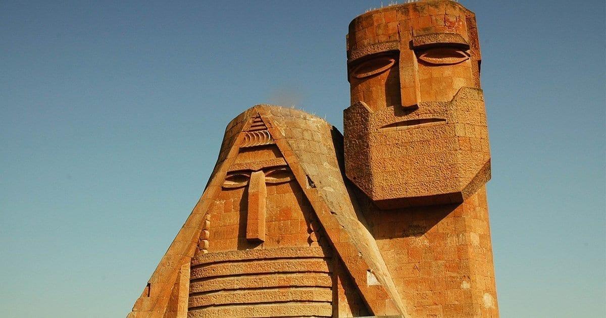 bergkarabach-nagorny-aserbaidschan-armenien-konflikt-vanlife-reisen-landschaft-tatik-papik