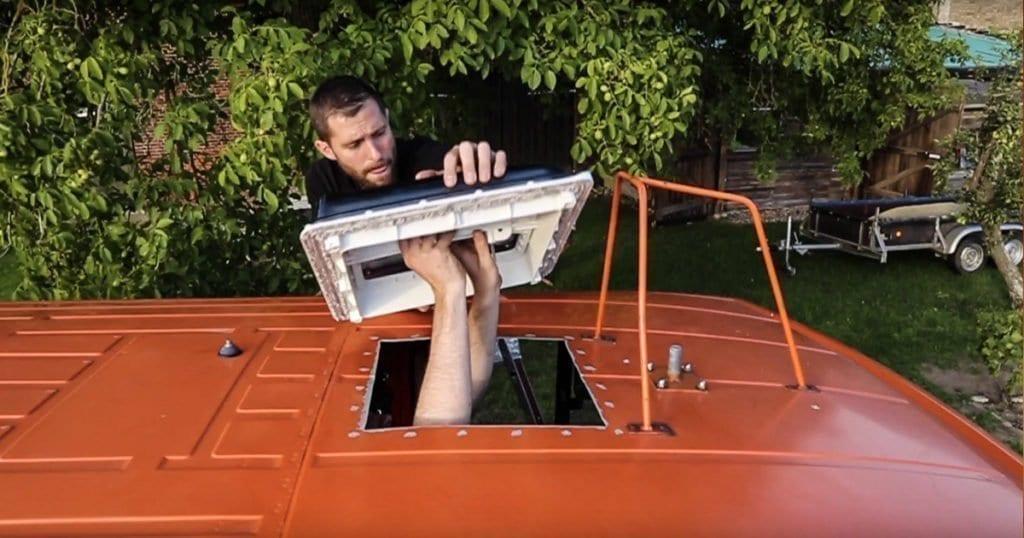 dachluke-wohnmobil-dachhaube-fiamma-fritz-berger-wohnwagen-dachfenster-vanlife-passport-diary-einpassen