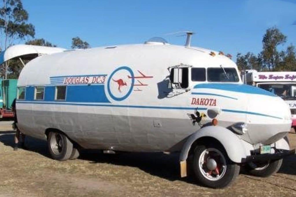 verrueckte-campingbusse-wohnmobile-komische-camper-ungewoehnliche-selbstausbauten-diy-camperausbau-wohnwagen-ausbau-vanlife-conversion-12
