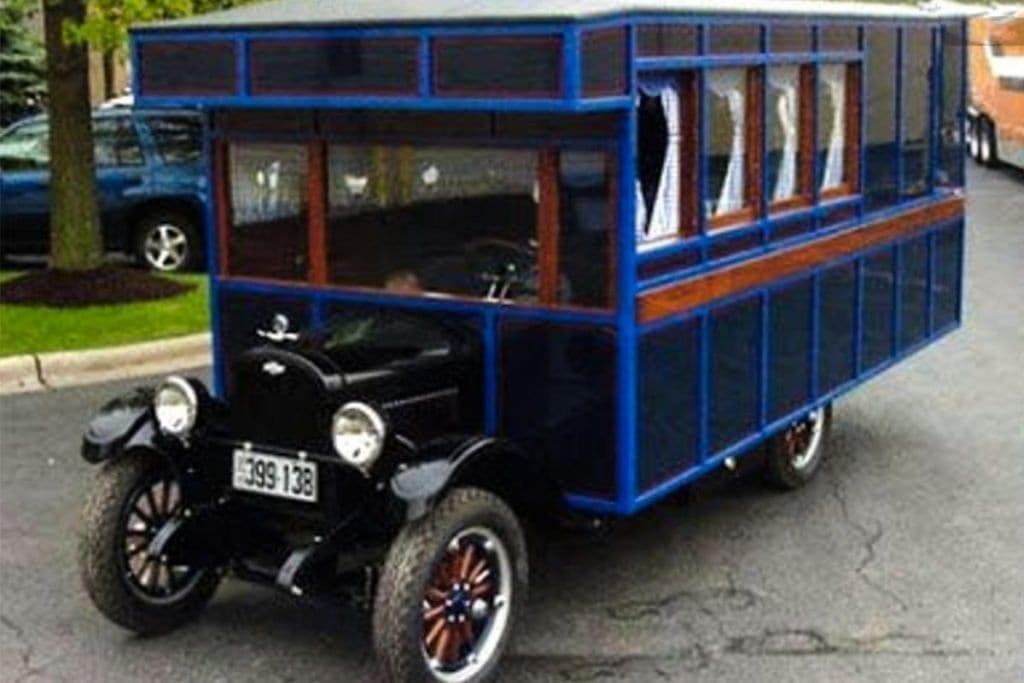 verrueckte-campingbusse-wohnmobile-komische-camper-ungewoehnliche-selbstausbauten-diy-camperausbau-wohnwagen-ausbau-vanlife-conversion-16