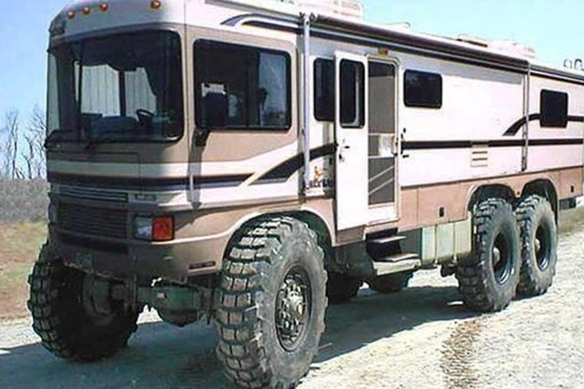 verrueckte-campingbusse-wohnmobile-komische-camper-ungewoehnliche-selbstausbauten-diy-camperausbau-wohnwagen-ausbau-vanlife-conversion-6