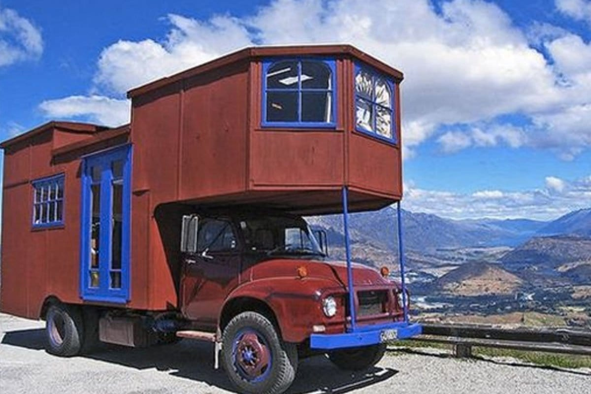 verrueckte-campingbusse-wohnmobile-komische-camper-ungewoehnliche-selbstausbauten-diy-camperausbau-wohnwagen-ausbau-vanlife-conversion-9