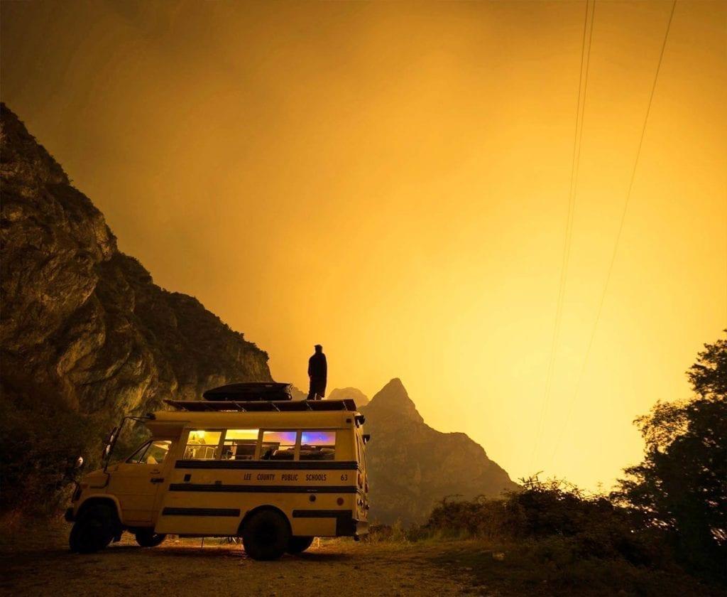 schulbus-us-wohnmobil-amerikanischer-bus-expedition-happiness-selbstausbau-camper-skoolies-travelbybus-15