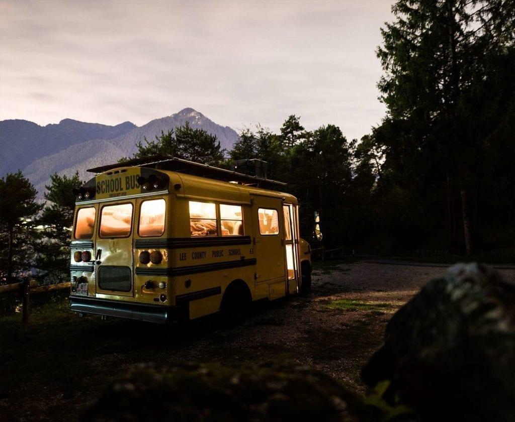 schulbus-us-wohnmobil-amerikanischer-bus-expedition-happiness-selbstausbau-camper-skoolies-travelbybus-18