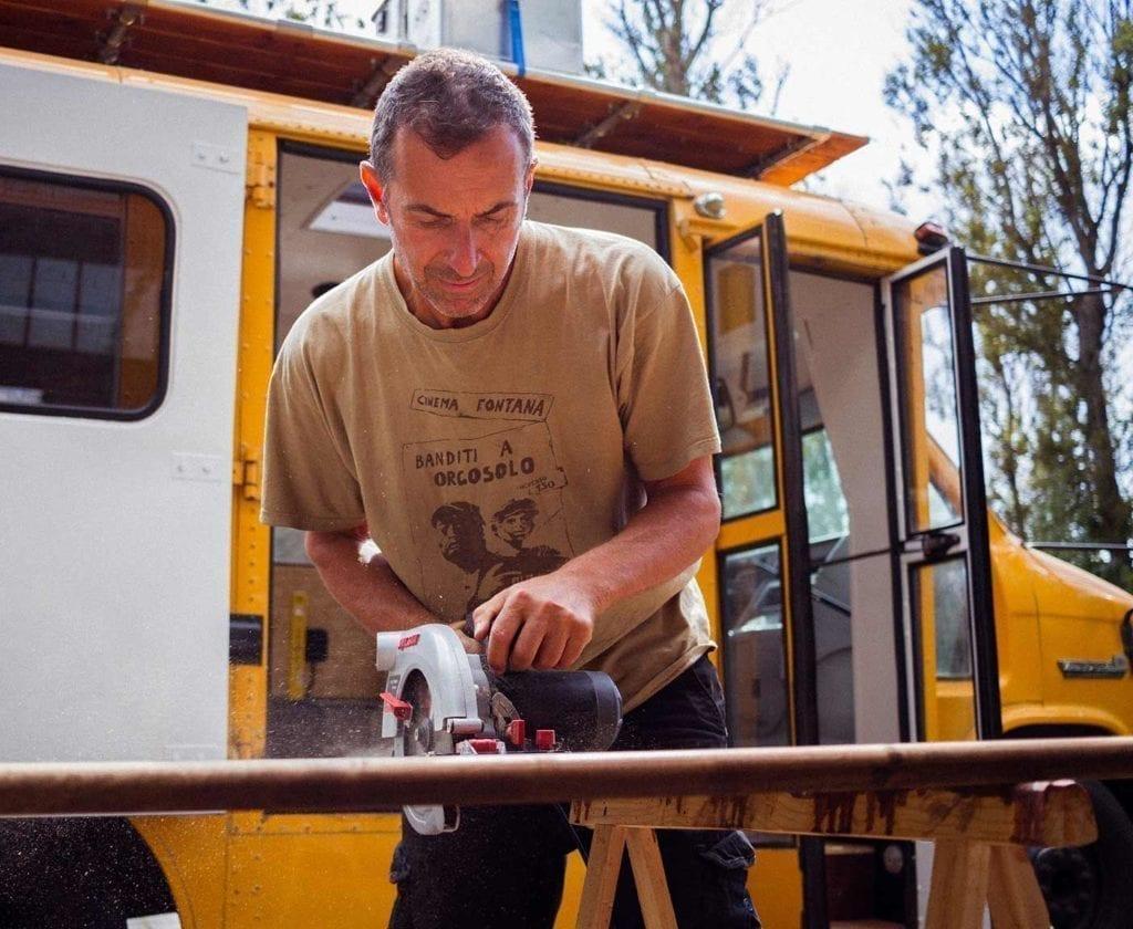 schulbus-us-wohnmobil-amerikanischer-bus-expedition-happiness-selbstausbau-camper-skoolies-travelbybus-2