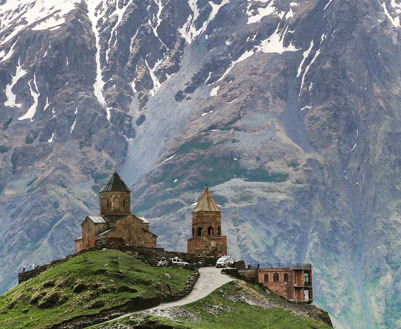 georgien-wohnmobil-erfahrungsbericht-camping-urlaub-preisniveau-tiflis-Gergeti-Trinity-Church