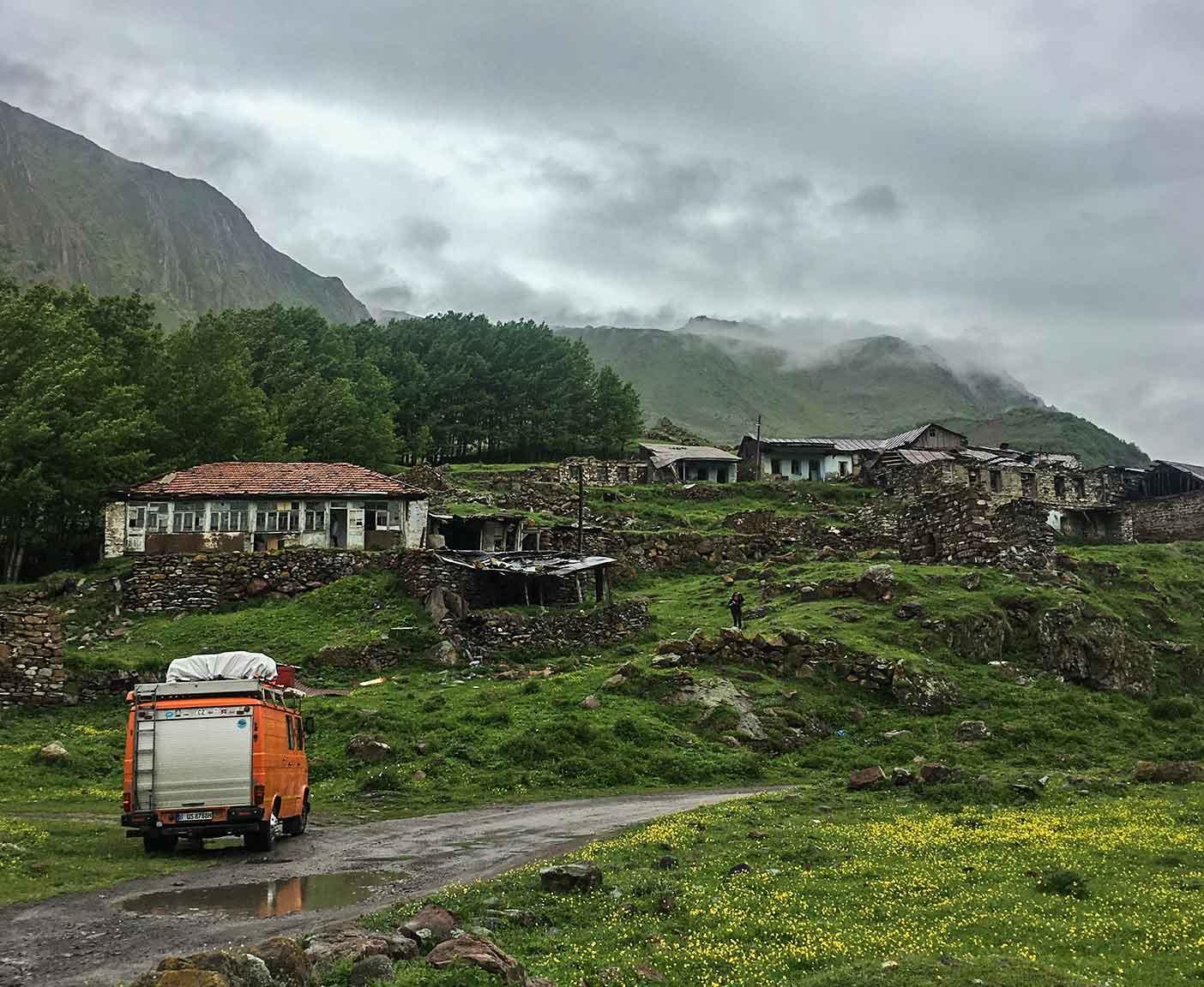 georgien-wohnmobil-erfahrungsbericht-camping-urlaub-preisniveau-tiflis-vanlife-suedossetien-konflikt