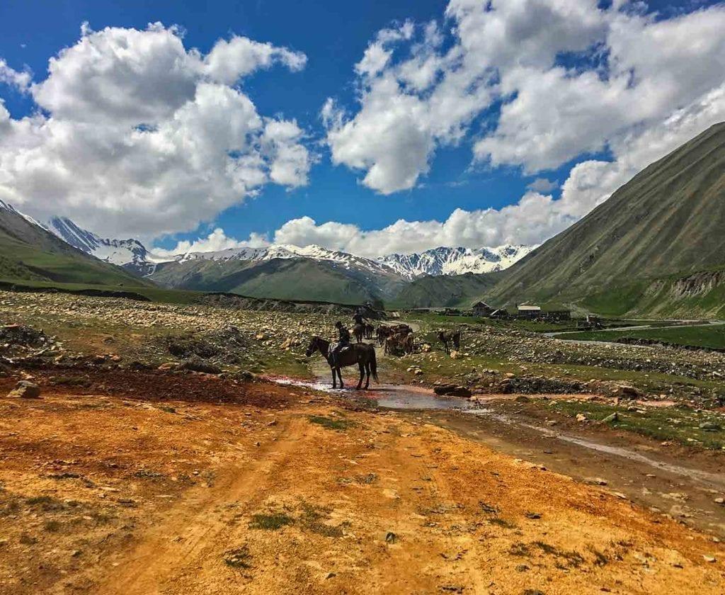 georgien-wohnmobil-erfahrungsbericht-camping-urlaub-preisniveau-tiflis-vanlife-valley-truzo