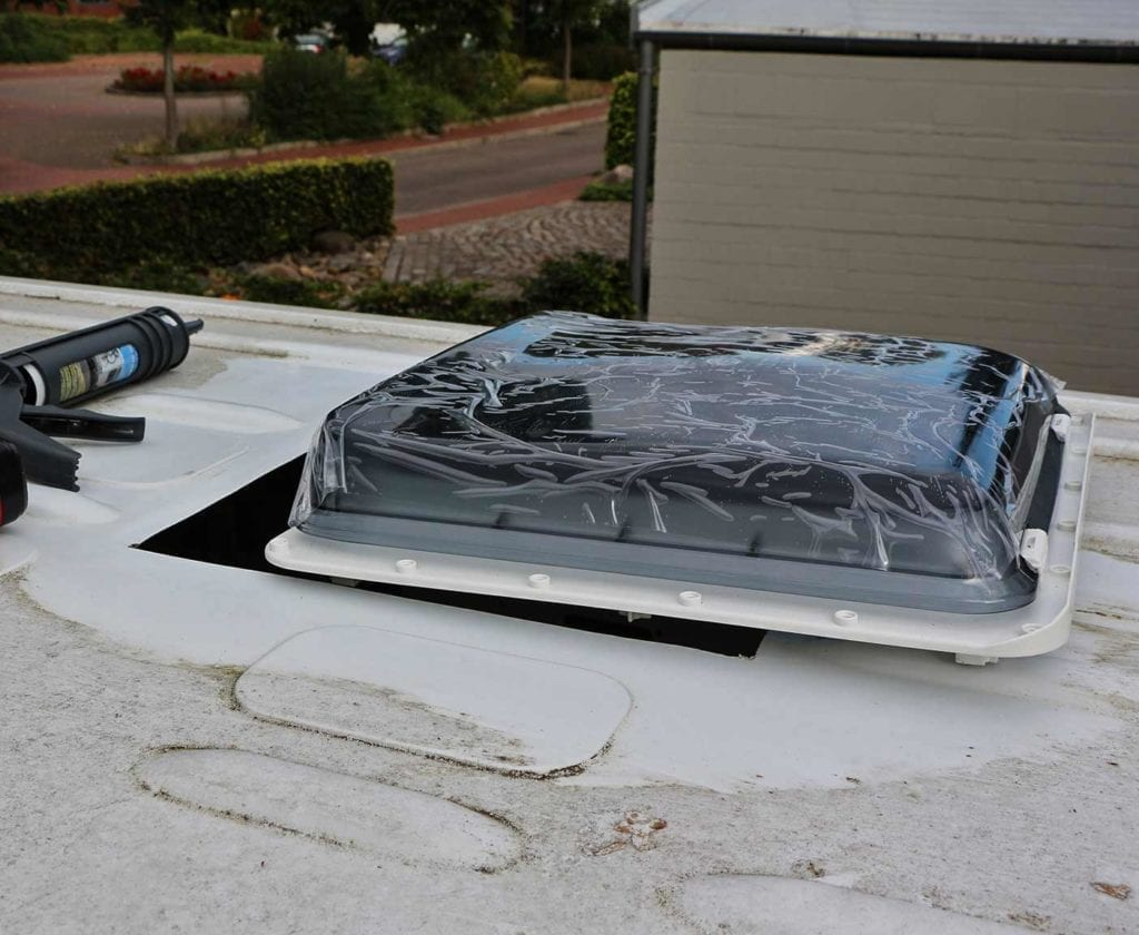 wohnmobil-dachluke-selber-einbauen-entfetten