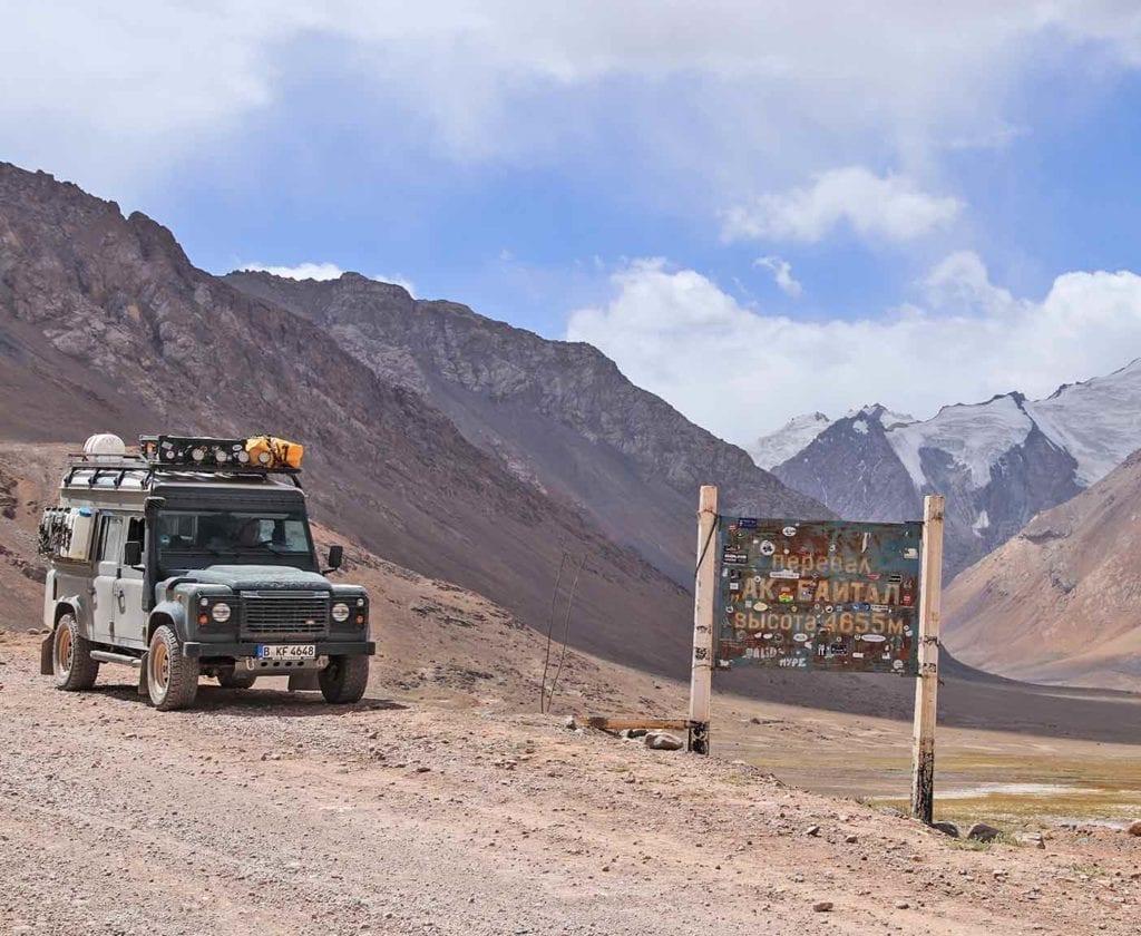 landrover-defender-110-camper-ausbau-weltreisemobil-4x4-allrad-basisfahrzeug-ausbau-kit-um-die-welt-innenausbau-reise-pamir