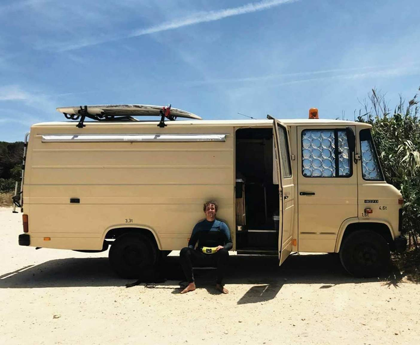 mercedes-407d-long-version-vanlife-duedo-van-conversion-interoir-inside
