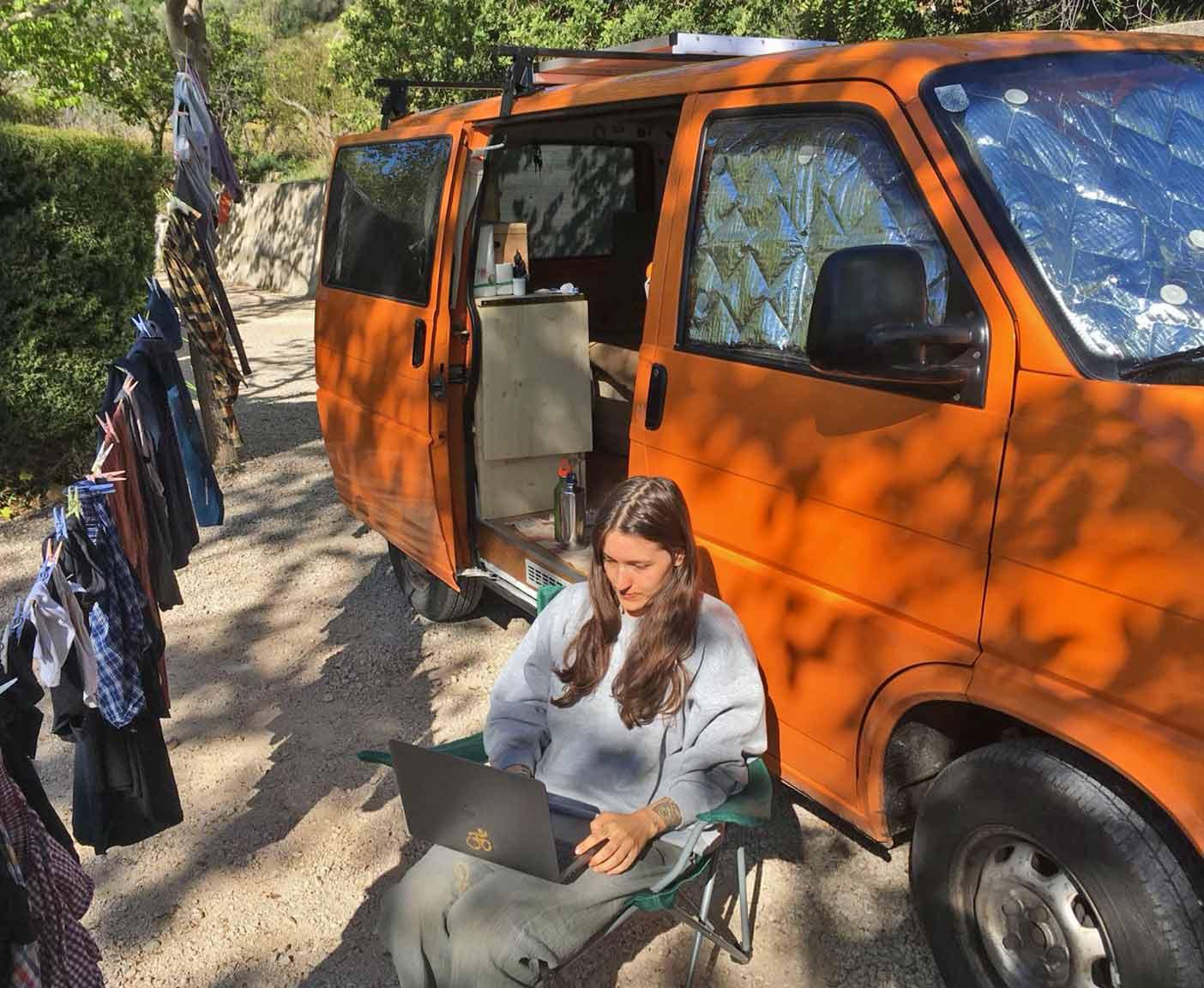 mobiles-arbeiten-wohnmobil-digitale-nomaden-von-unterwegs-gruende-reglungen-3