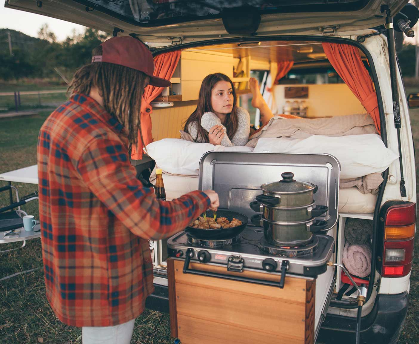 toyota-hiace-selfmade-camper-van-van-conversion-cooking-station-kitchen