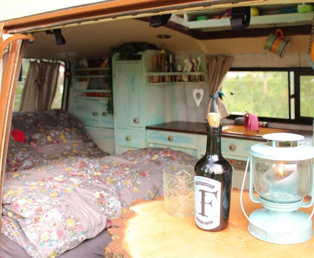 volkswagen-t3-wohnmobil-selbstausbau-europareise-hippie-innenausbau