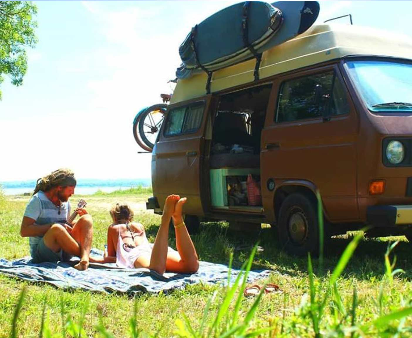 volkswagen-t3-wohnmobil-selbstausbau-europareise-hippiepärchenreise
