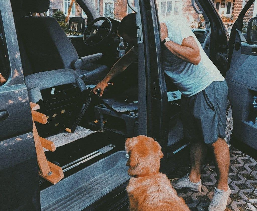 vw-camper-ausbau-umbau-vanlife-thecampsiteoflife-reisen-mit-hund-lifestyle