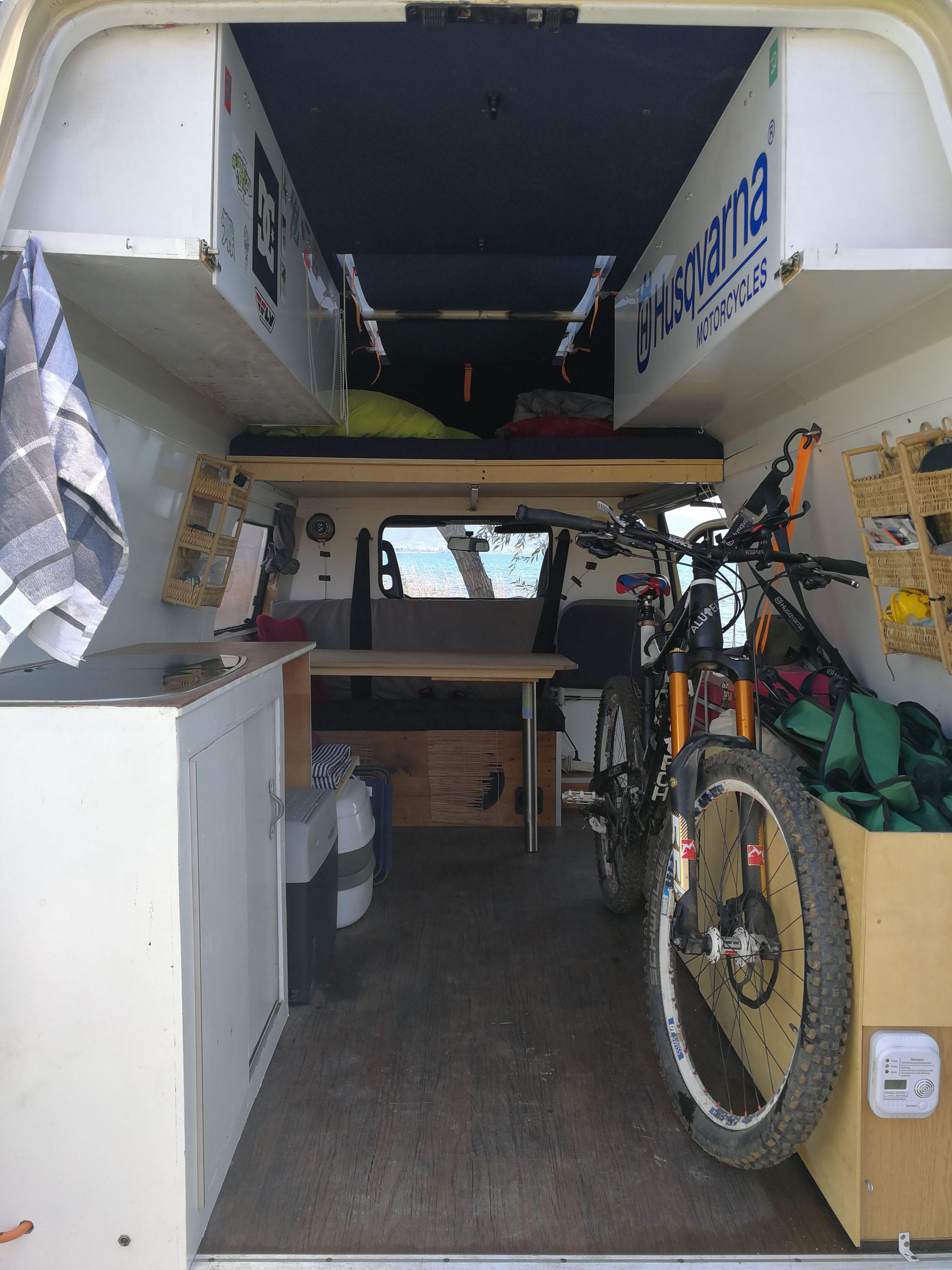 ford transit vom malteser krankenwagen zum eigenen zu hause. Black Bedroom Furniture Sets. Home Design Ideas