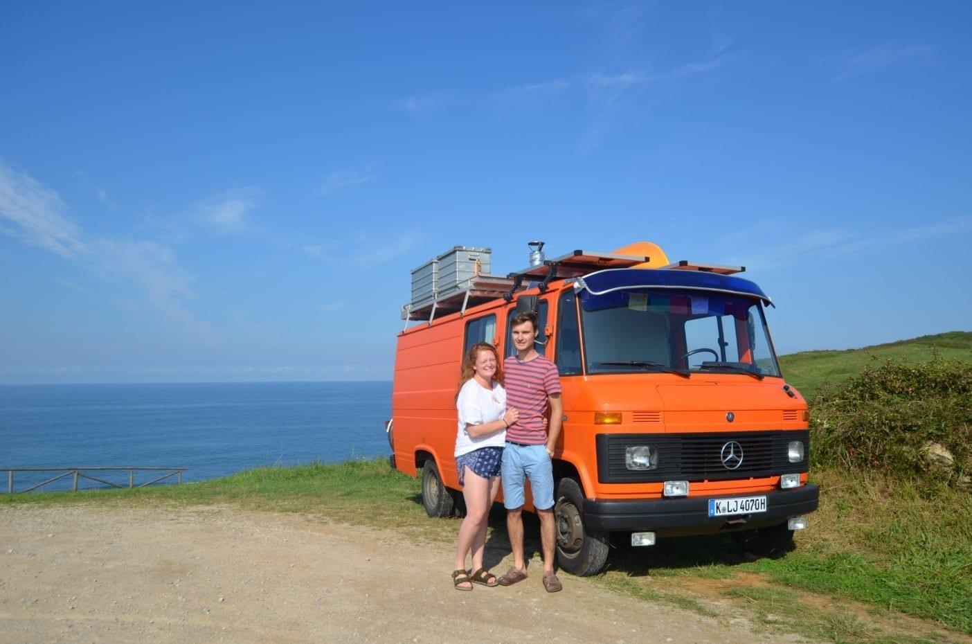 Mercedes-407d-camper-düdo-leergewicht-wohnmobil-strand-meer-freistehen-pärchen-oldtimer-gutachten