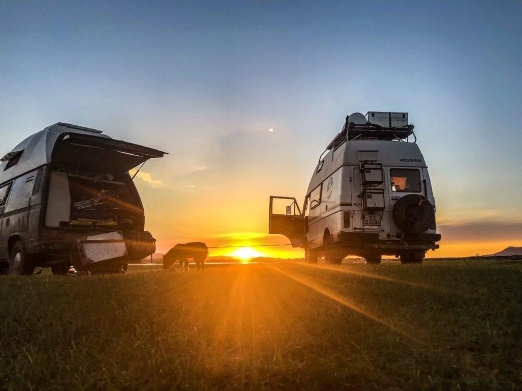 Mongolei-Camper-sven hedin-westfalia-sonnenuntergang-wild campen