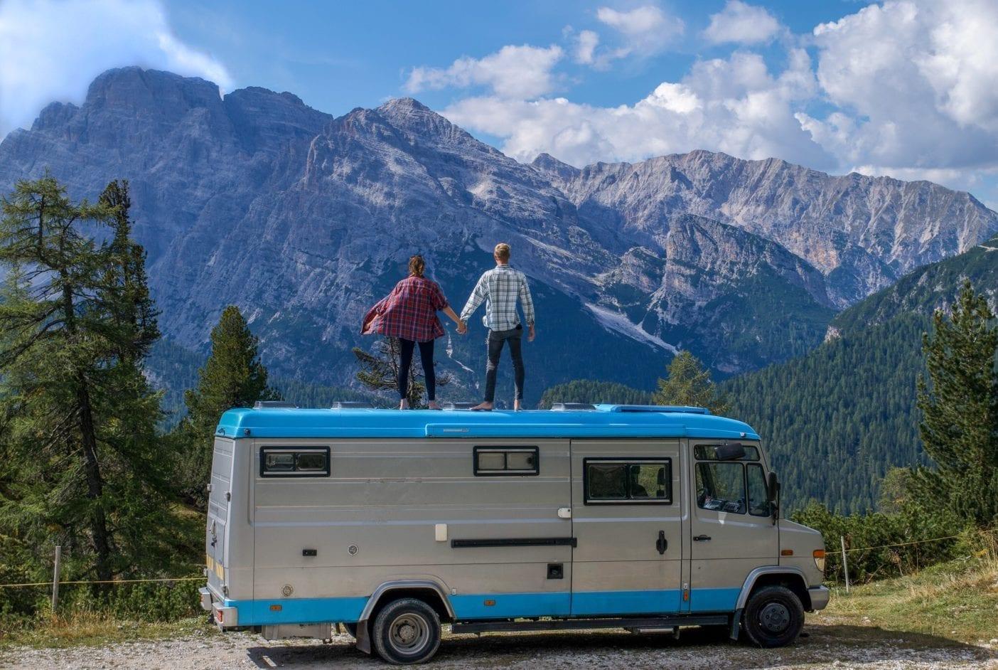 mercedes-612d-camper-van-vario-mountains-trip-sabatical-couple-traverling-usa