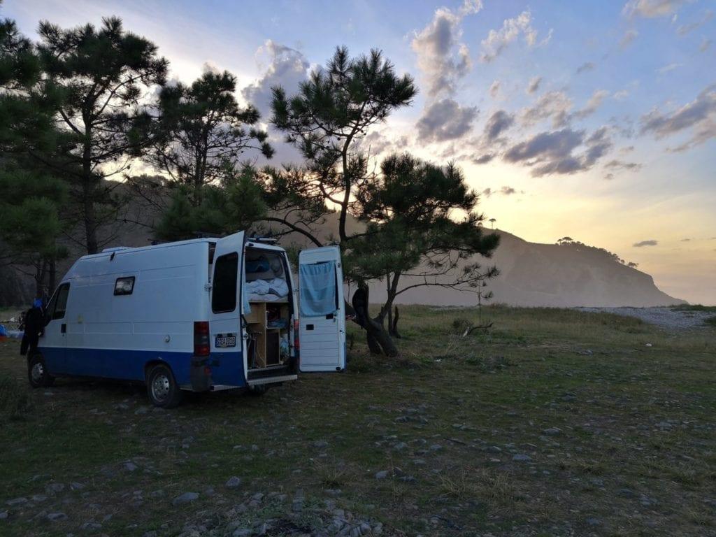 Fiat-Ducato-van-Camper-wohnmobil-gebraucht-maxi-modelle-ladefläche-maße-freistehen-camping