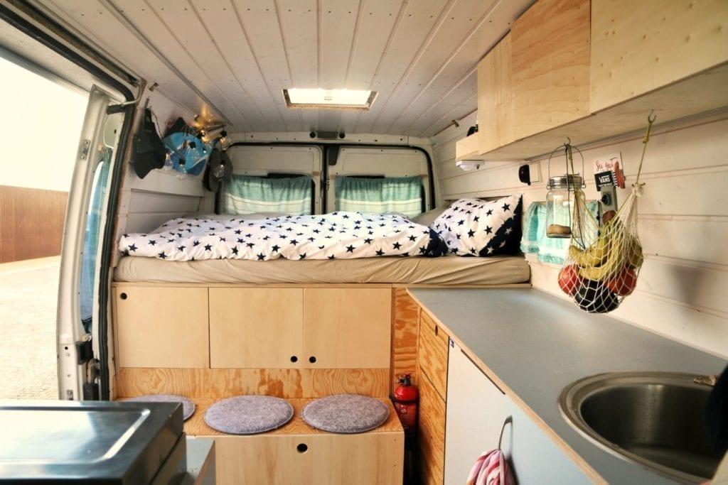 Fiat-Ducato-van-Camper-wohnmobil-gebraucht-maxi-modelle-ladefläche-maße-selbstausbau-küche-stehhöhe