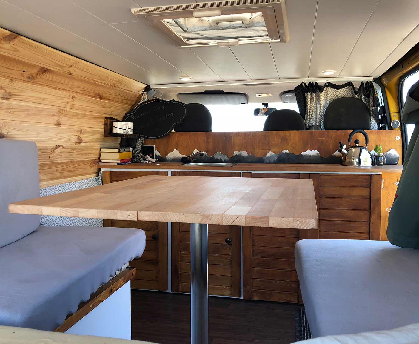 Ford-Transit-van-camper-custom-kochen-gebraucht-küche-tischkontruktion-sitze