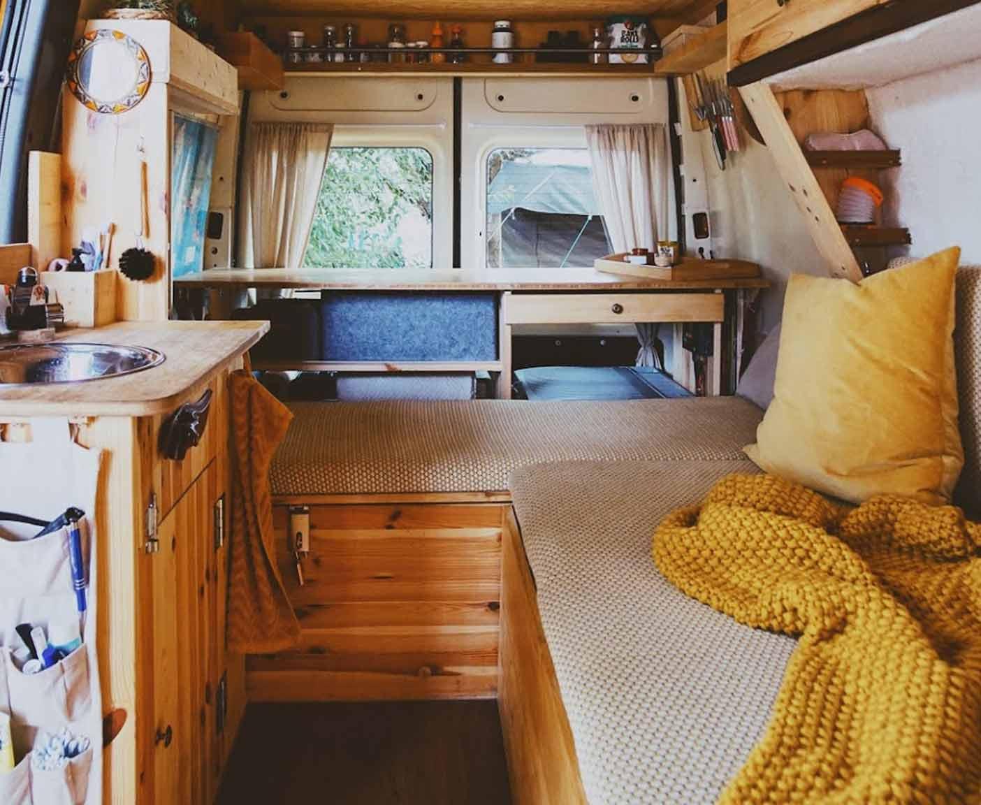 Ford-Transit-van-kaufen-ausbau-küche-bett-stehhöhe