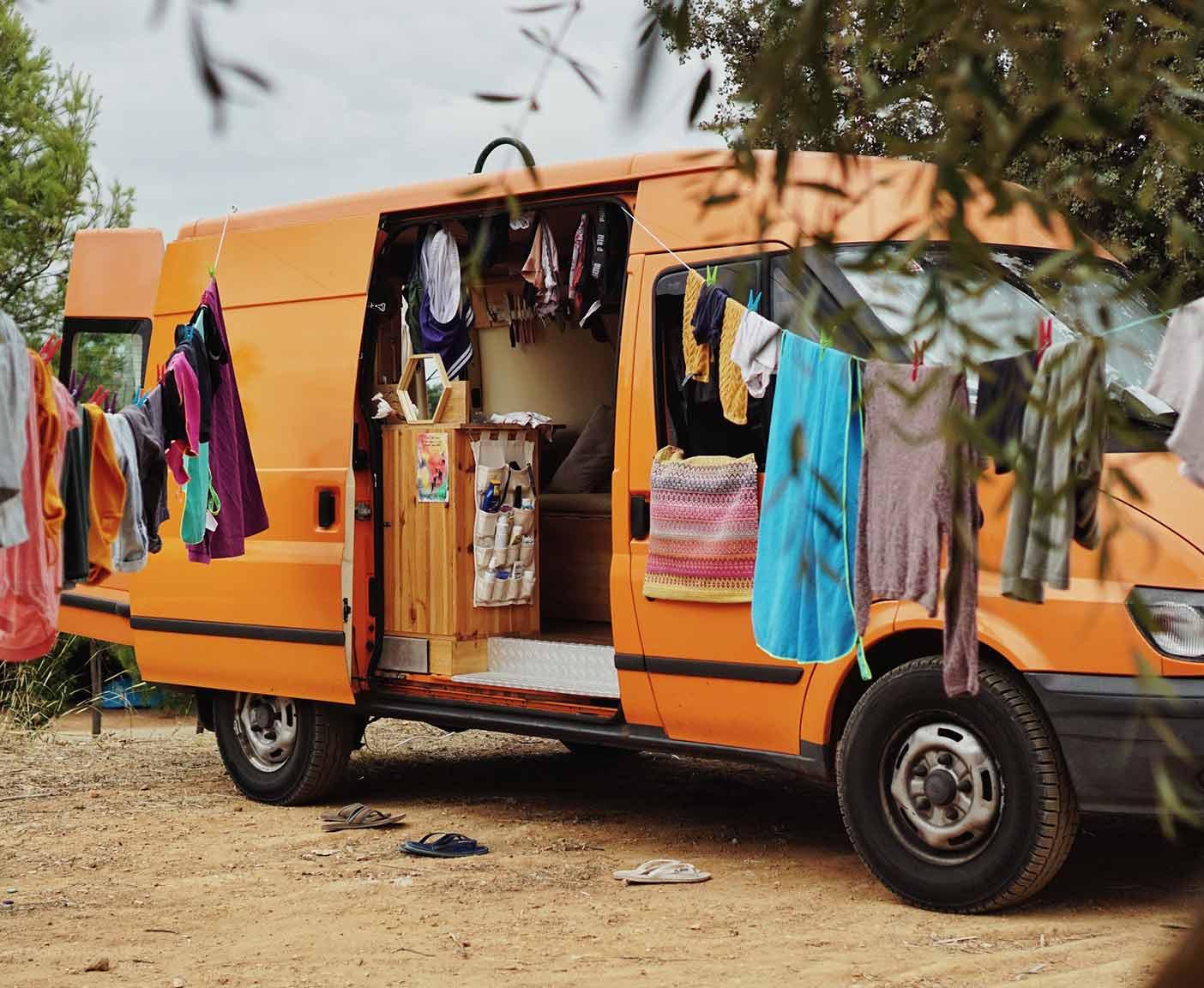 Ford-Transit-van-kaufen-camper-waschtag-frei-stehen-ausbau-custom-allrad