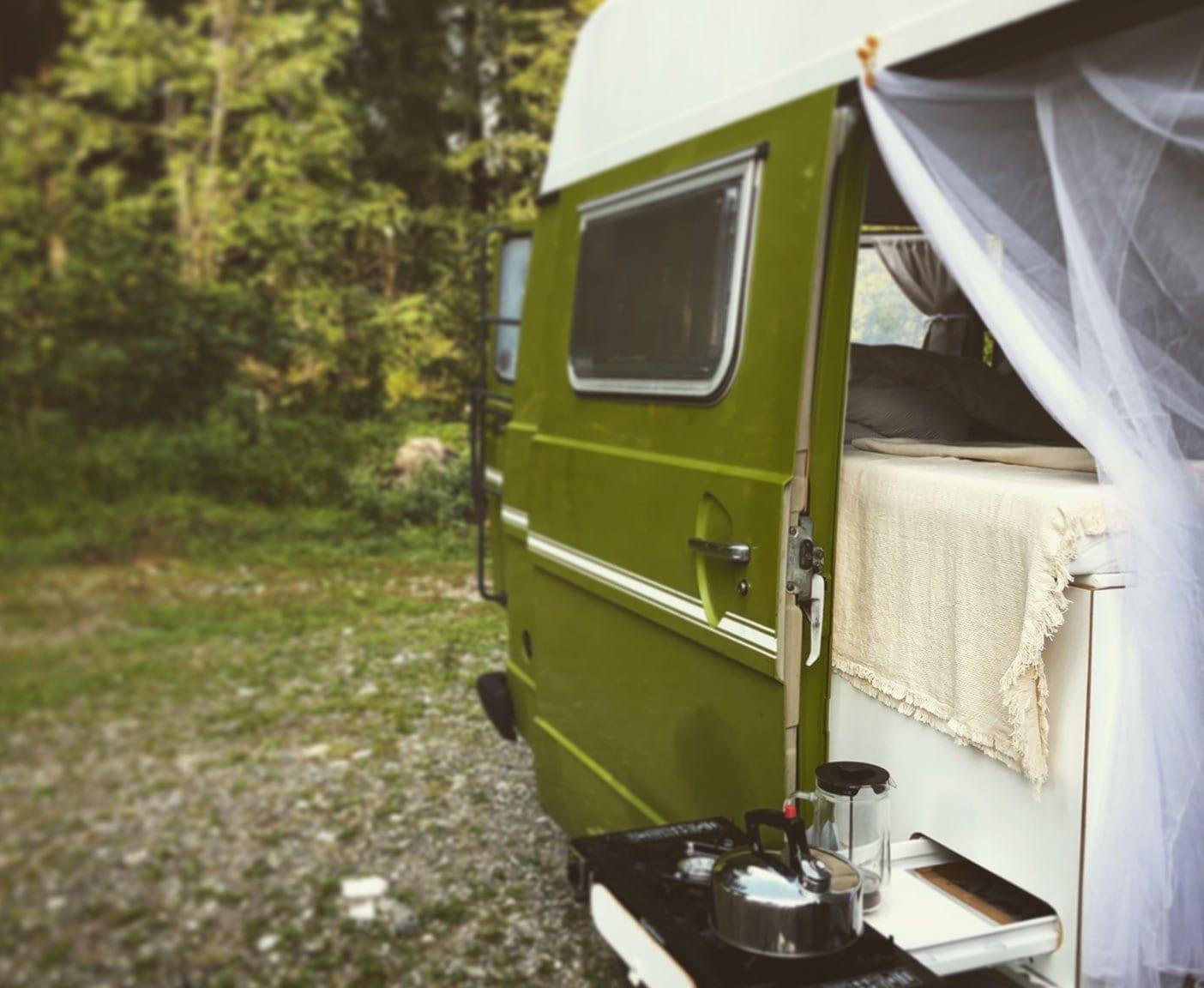LT-28-Florida-wohnmobil-vw-pritsche-hochdach-grün-mückennetz