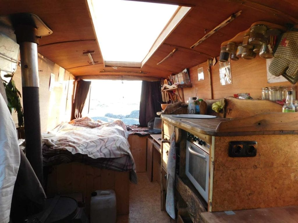 Mercedes-L407D-Düdo-Camper-Wohnmobil-Frei-stehen-Strand-Dachträger-ausbau-Küche-camperofen-Oberlicht