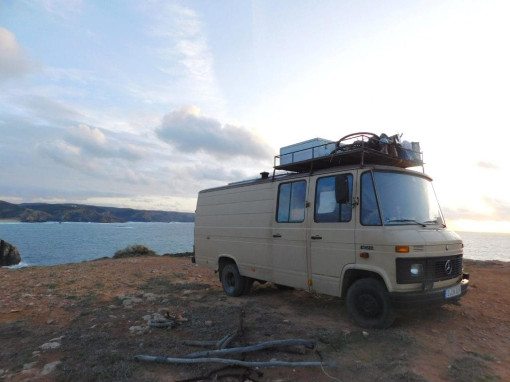 Mercedes-L407D-Düdo-Camper-Wohnmobil-Frei-stehen-Strand-Dachträger-ausbau