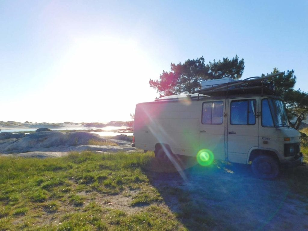 Mercedes-L407D-Düdo-Camper-Wohnmobil-Frei-stehen-Strand-Dachträger-ausbau-kosten-diesel
