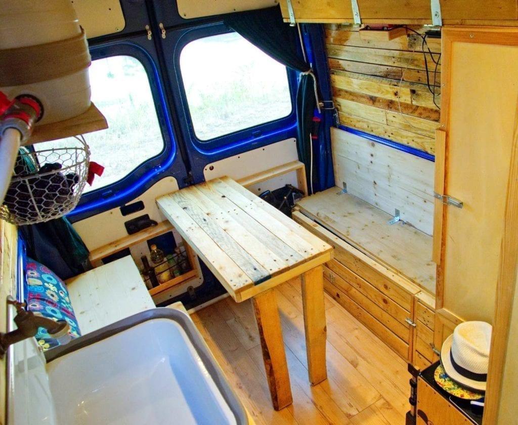 Opel-movano-kastenwagen-bus-Wohnzimmer-selbstausbau-camper-wohnmobil-sitzecke