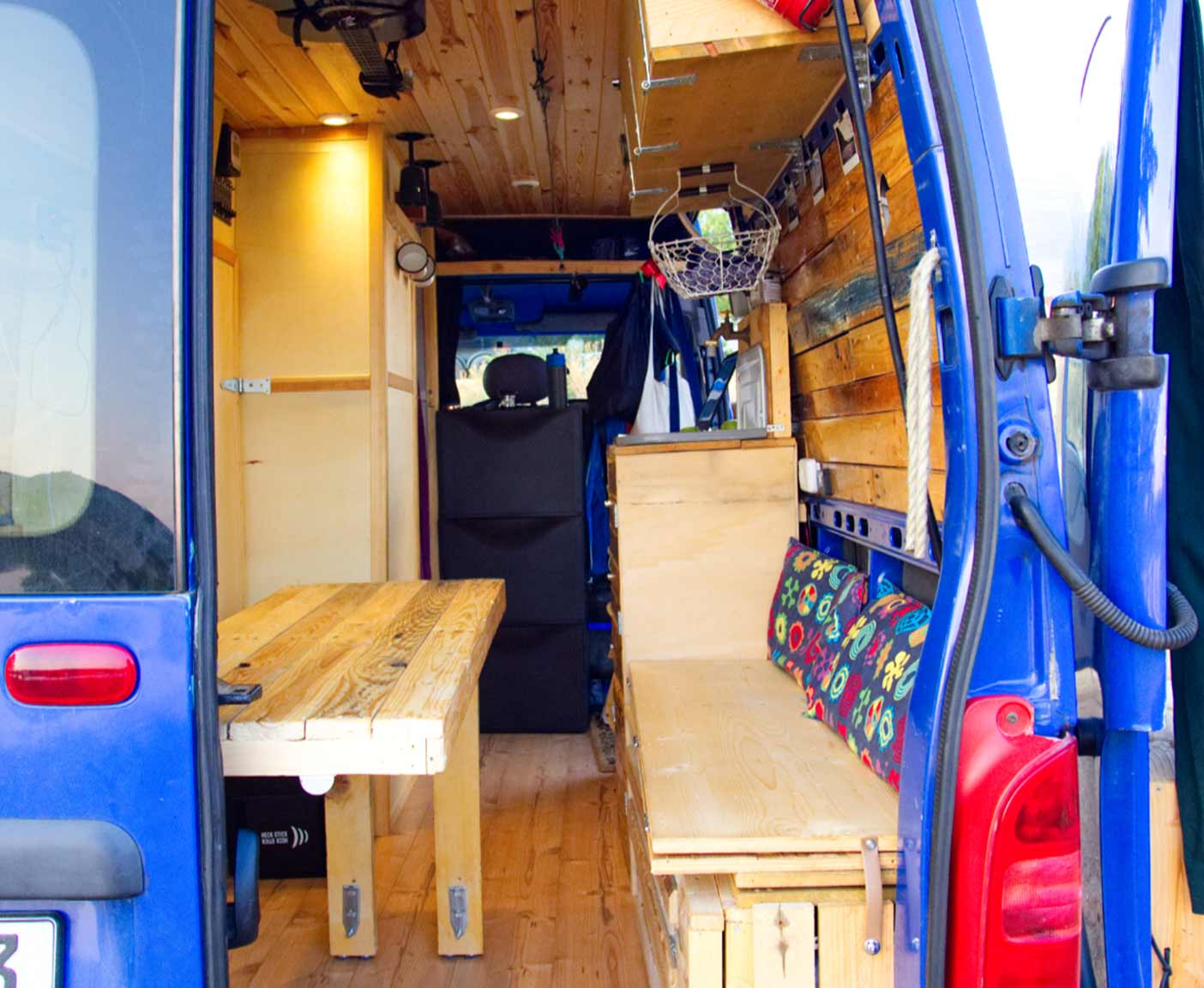 Opel-movano-kastenwagen-bus-tisch-selbstausbau-van-küche-sitzbank-pritsche