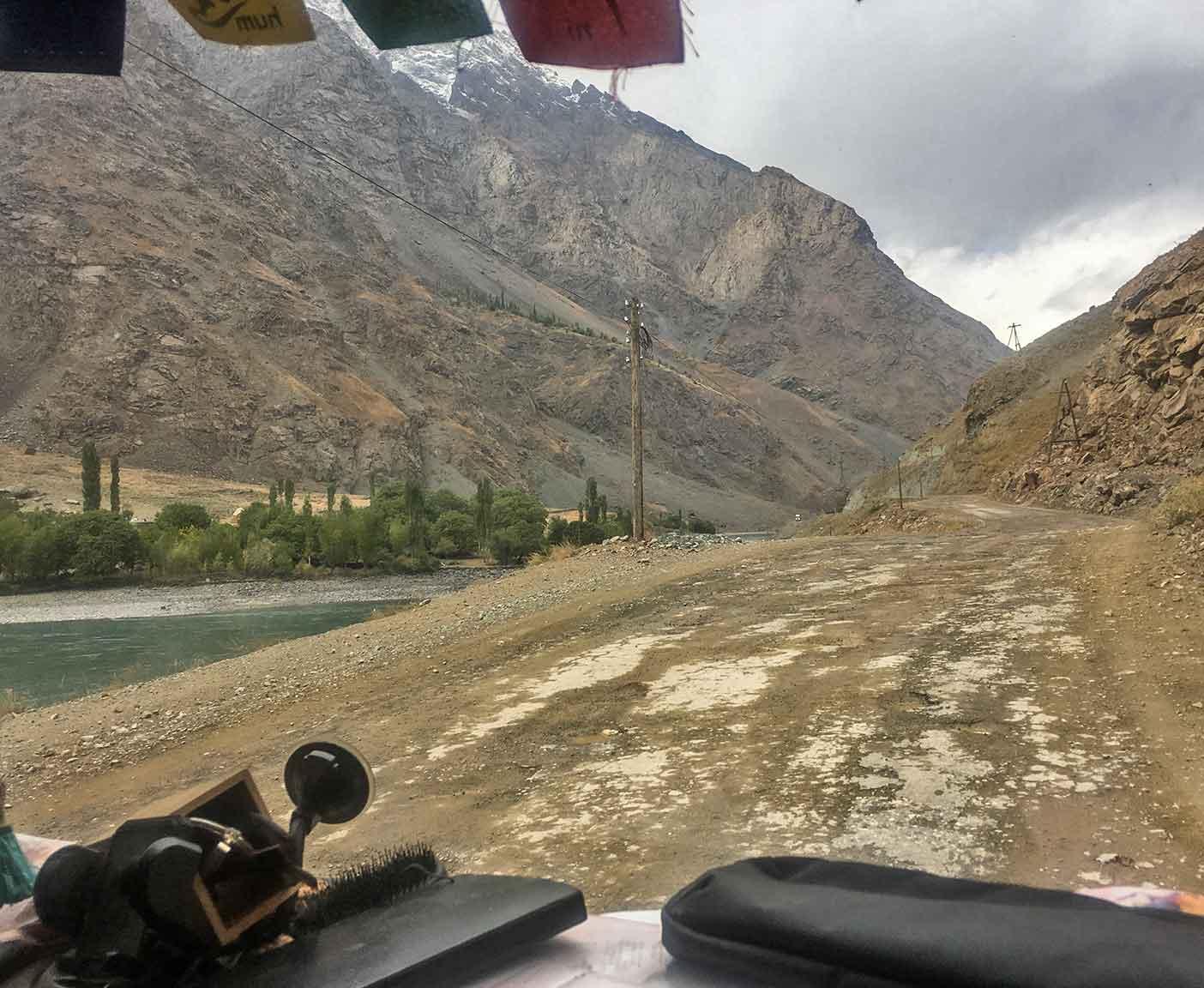 pamir-highway-m41-motorrad-auto-wohnmobil-camper-laenge-kyrgyzstan-guide-2017-2018-2019-china-afghanistan-korogh-3