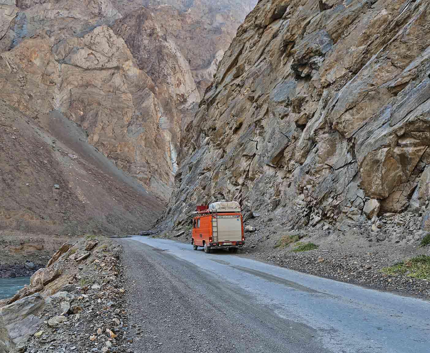 pamir-highway-m41-motorrad-auto-wohnmobil-camper-laenge-kyrgyzstan-guide-2017-2018-2019-china-afghanistan-korogh