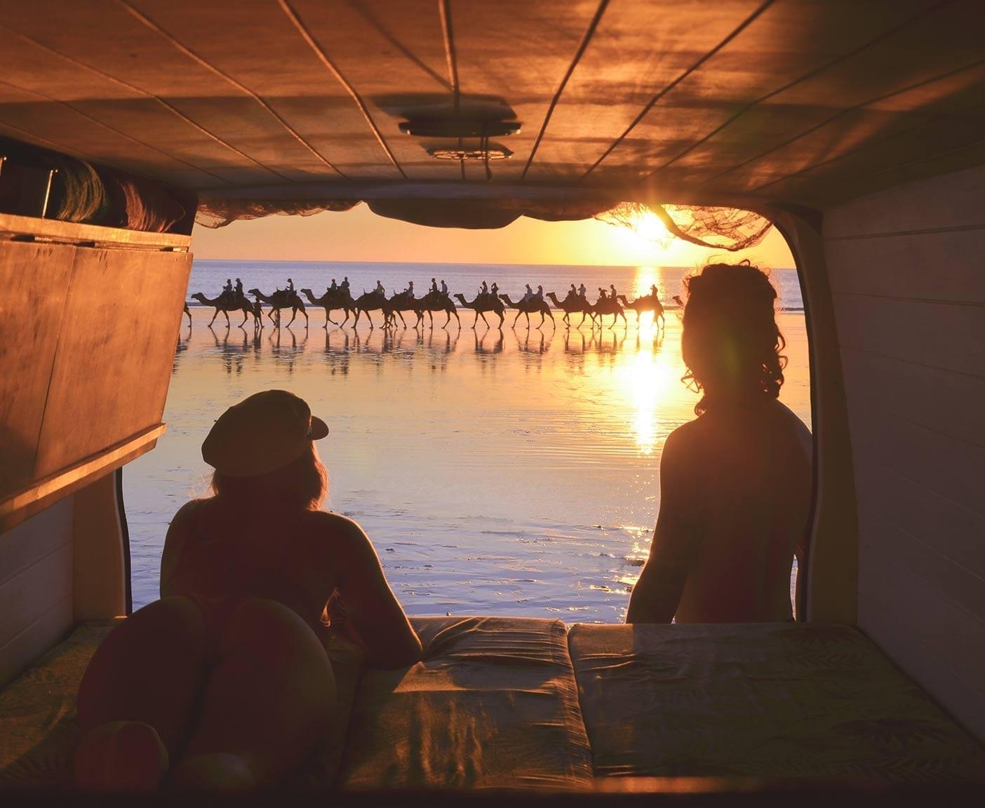 Toyota-hiace-camper-4x4-van-camping-couple-sunset-view-auszeit-vanlife