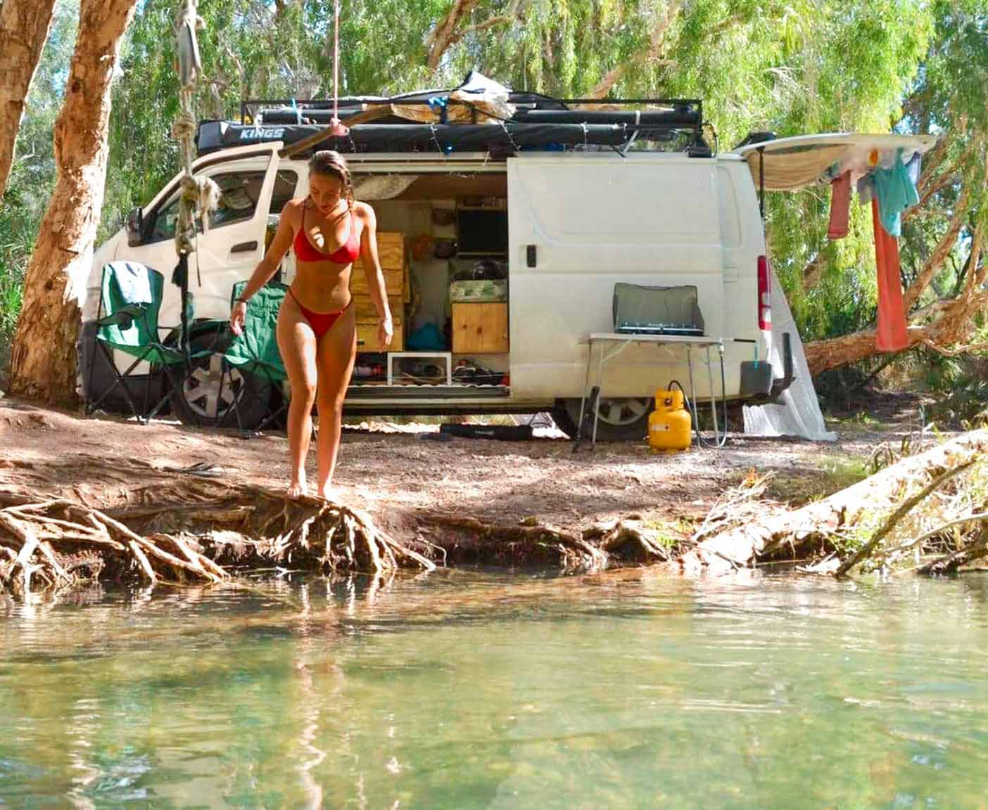 Toyota-hiace-camper-4x4-van-camping-frei-stehen-hochdach