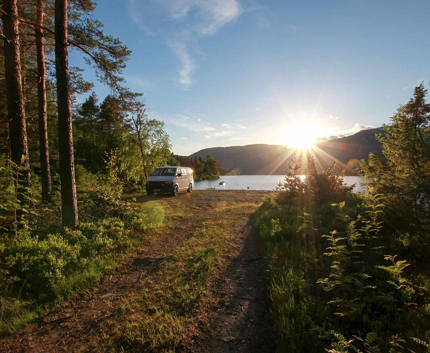 VW-T5-multivan-camper-caravelle-europatrip-van-frei-stehen-camping