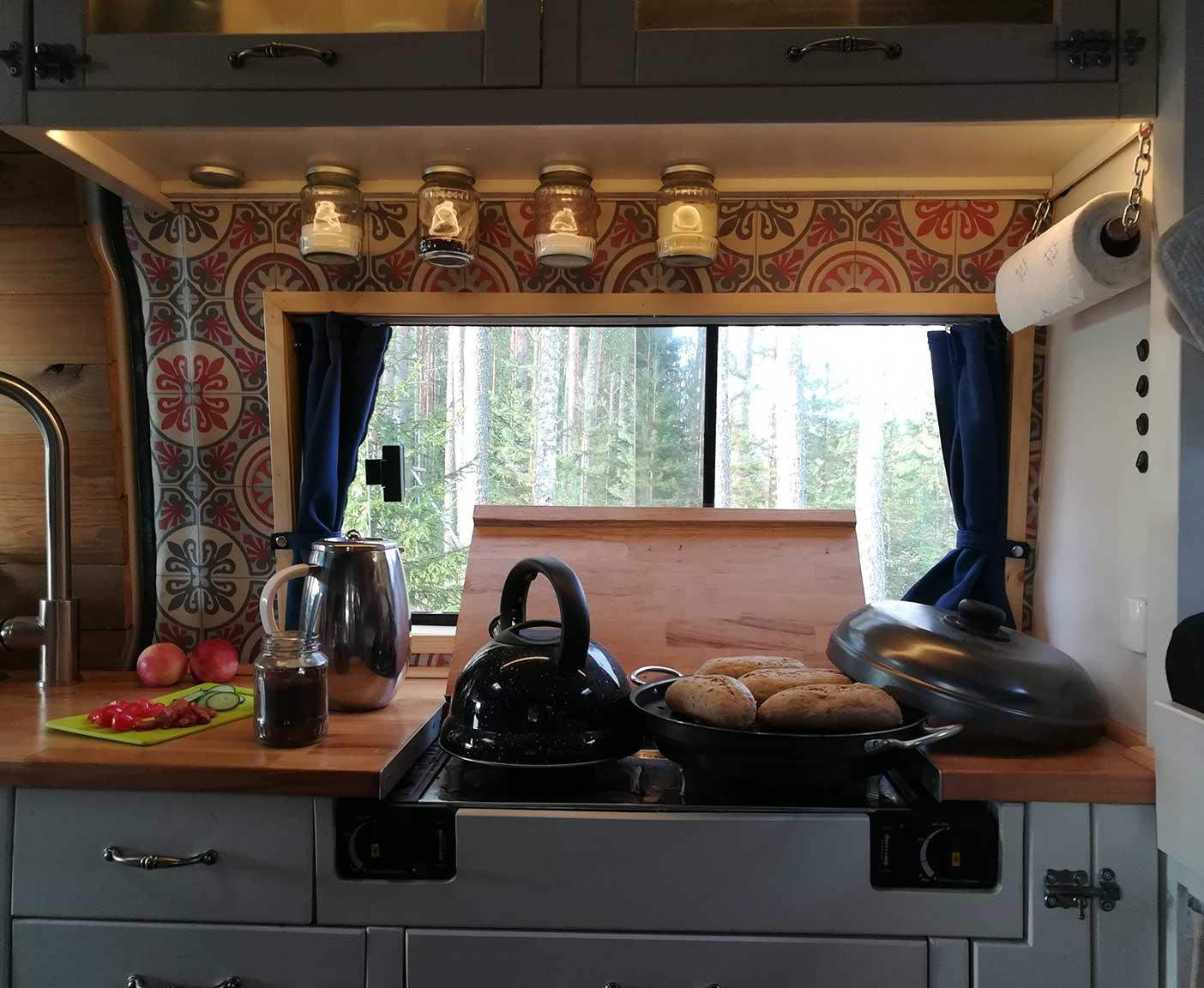 VW-crafter-preis-california-norwegen-4x4-bettkontruktion-selbstausbau-camper