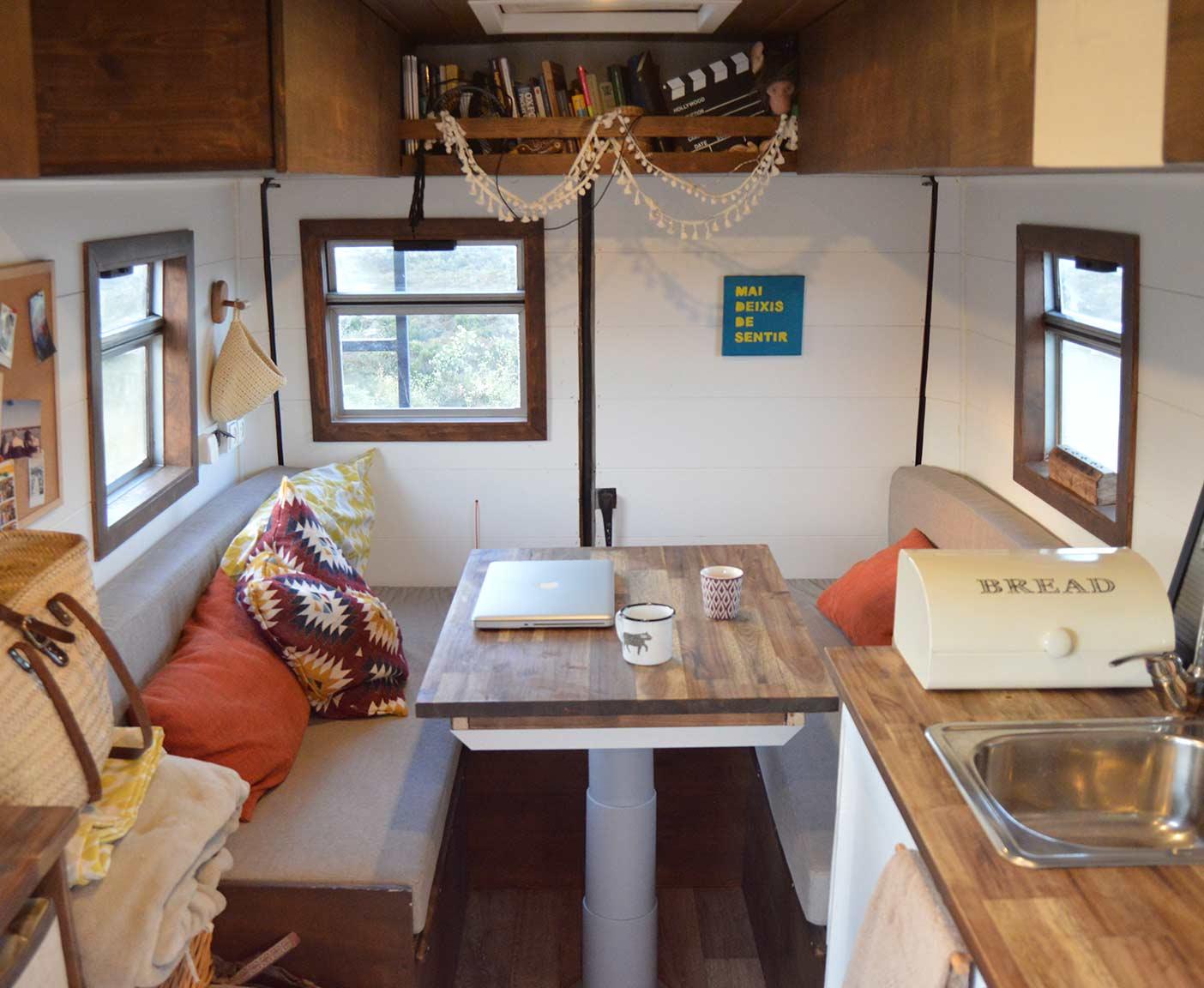 Mercedes-Benz-609D-wohnmobil-camper-bundeswehr-ambulance-interior-living