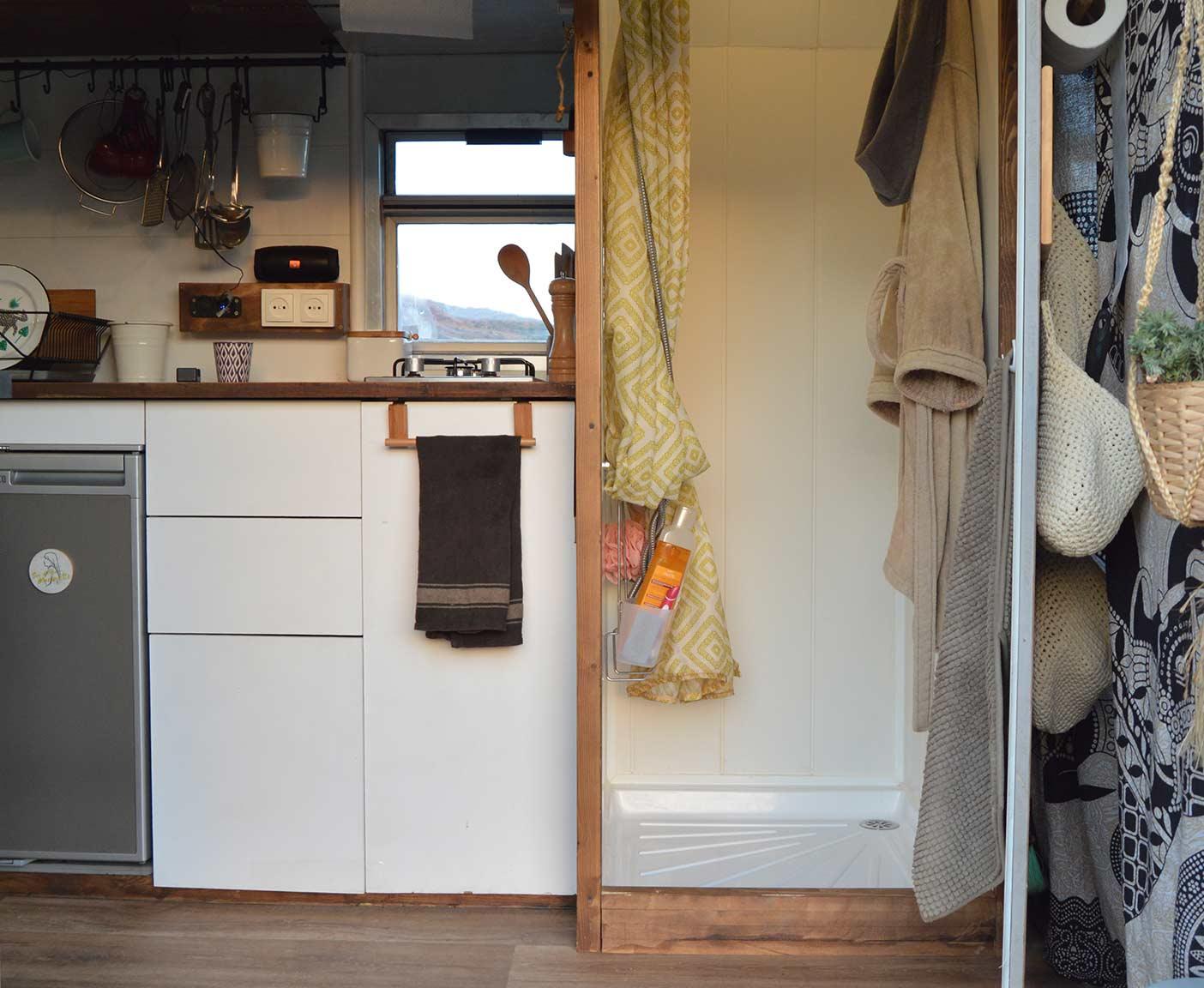 Mercedes-Benz-609D-wohnmobil-camper-bundeswehr-ambulance-interior