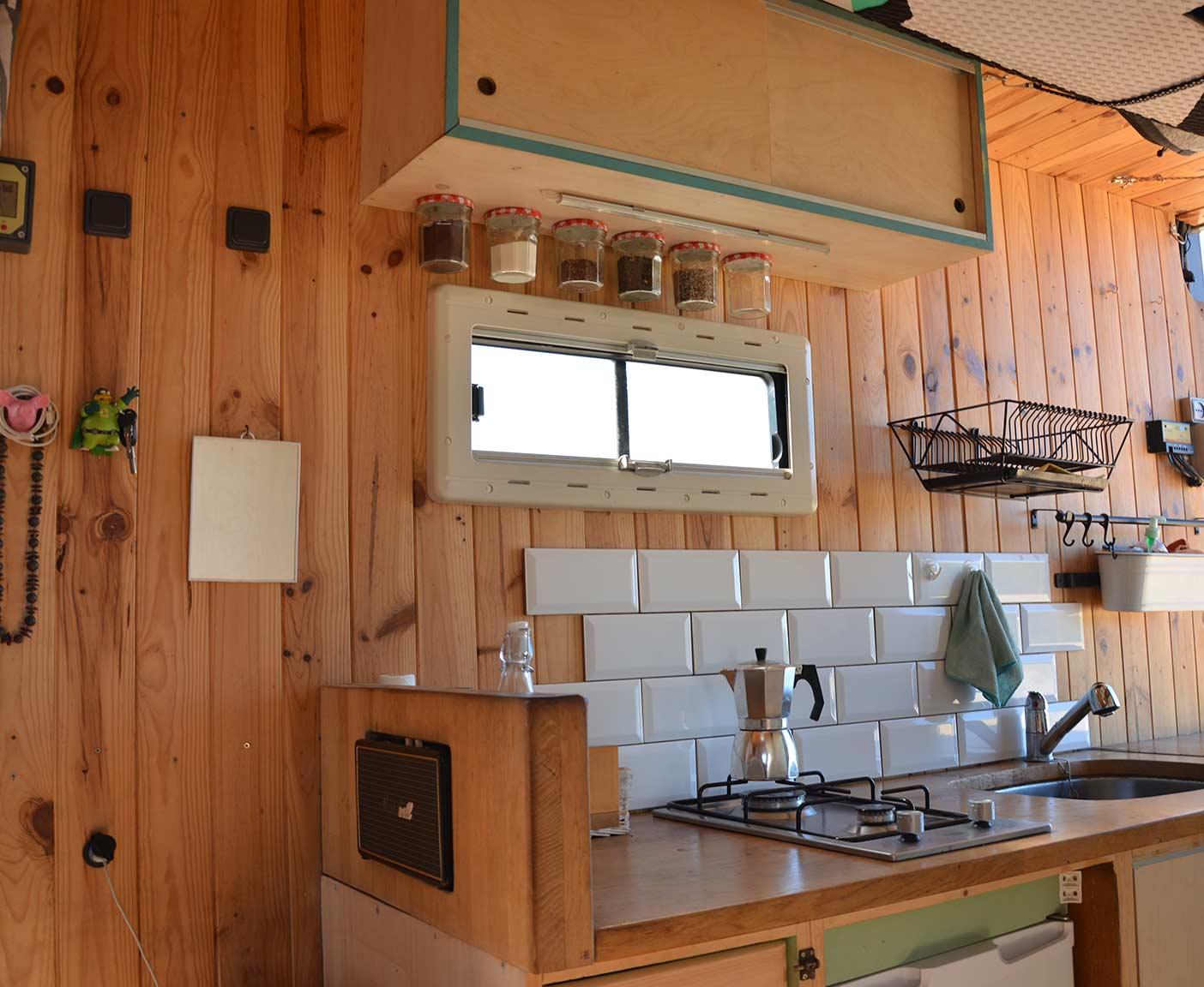Mercedes-vario-kastenwagen-616-d-wohnmobil-camper-kitchen