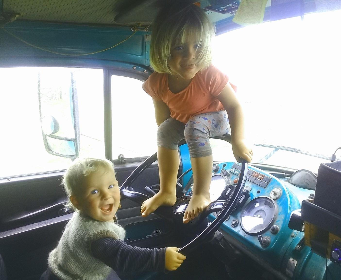 mercedes-LA-911-B-hippie-trail-kurzhauber-4x4-wohnmobil-panamericana-reisen-mit-Kindern