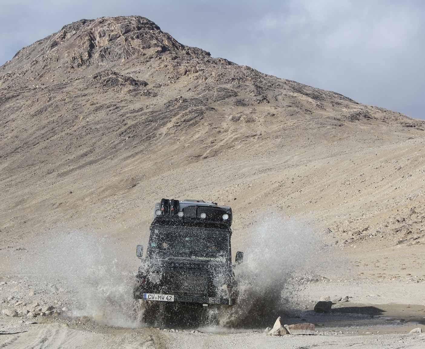 Land-Rover-Defender-110-td5-dachzelt-hard-top-zentralasien-technische-daten