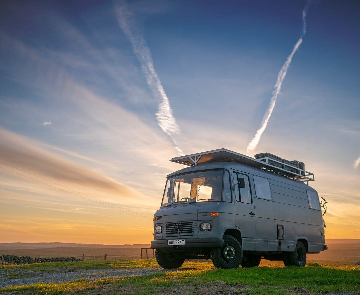 rolly-sonnenuntergang-mercedes-508d-camper-van-wohnmobil-krankenwagen