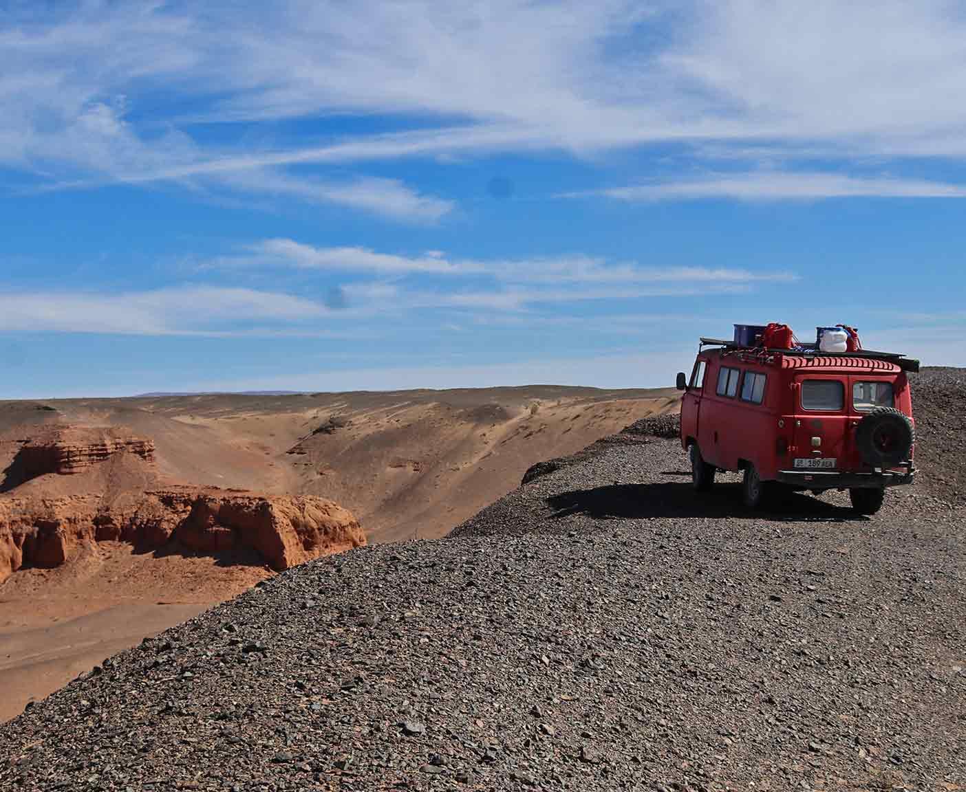 mongolei-reise-piste-camper-gobi-wueste-desert-abenteuer-expedition-4x4