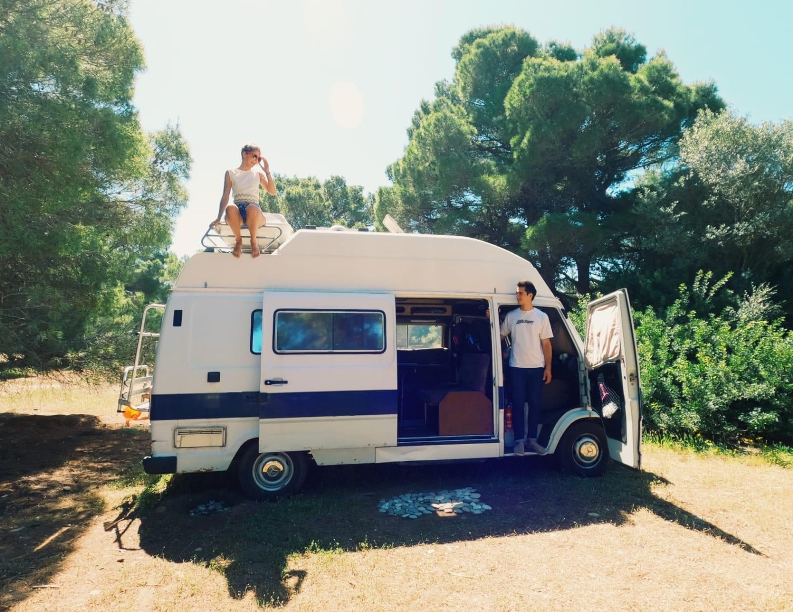 camping-car-van-amenage-oldschool-vanlife-mercedes-207-smile-james-cook-westfalia
