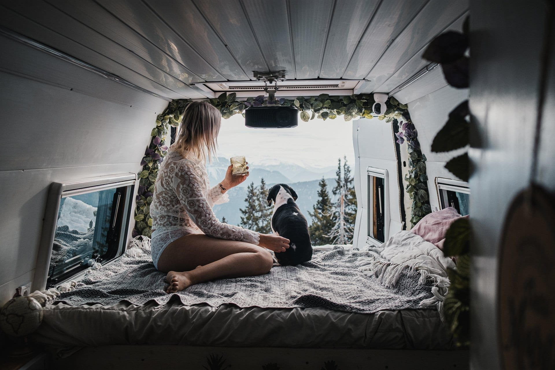 iveco-daily-unic-van-fourgon-amenage-vanlife-roadtrip-voyage-europe